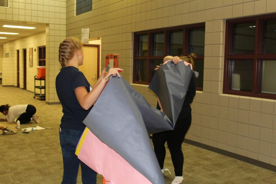 Laingsburg Middle and High School Students Decorated the Hallways Together for Homecoming